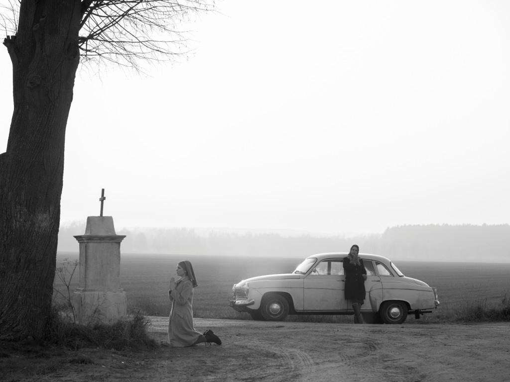 """kadr z filmu """"Ida"""" w reż. Pawła Pawlikowskiego/ zdjęcia: Łukasz Żal"""