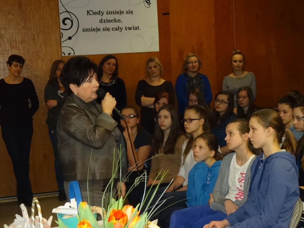 Prezes Centrali Polskich Szkół Dokształcających i dyrektor szkoły dr Dorota Andraka składa życzenia dzieciom, rodzicom i pedagogom.