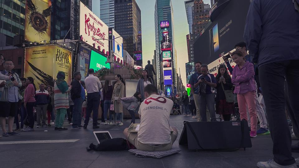 Mariusz Kędzierski na Times Square. Foto: Zuzanna Wawrzyniak.